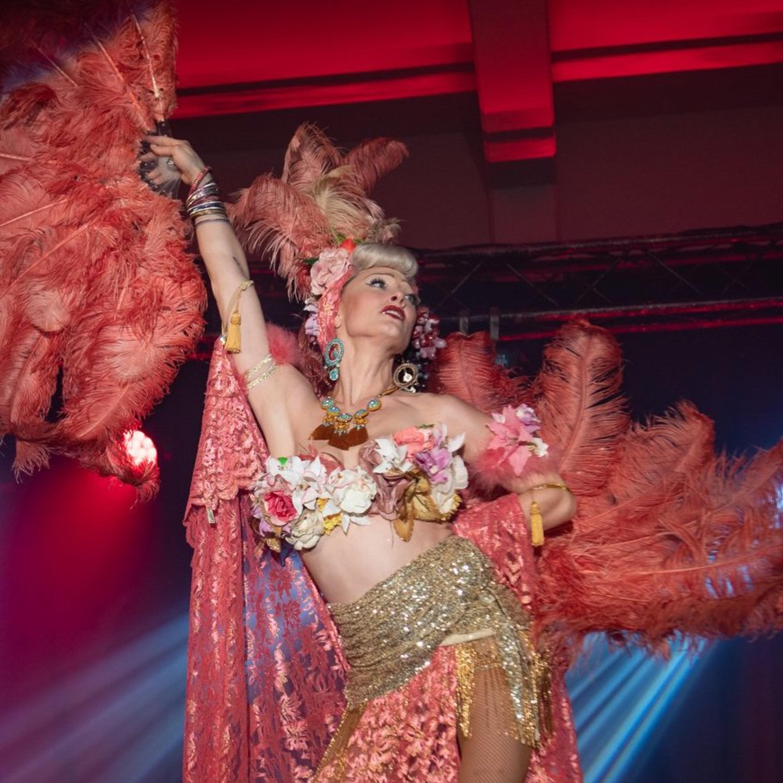 Andrea Barrett - Burlesque, dance and personas