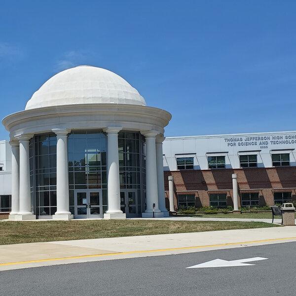 Graduados de la secundaria Thomas Jefferson se organizan para el cambio