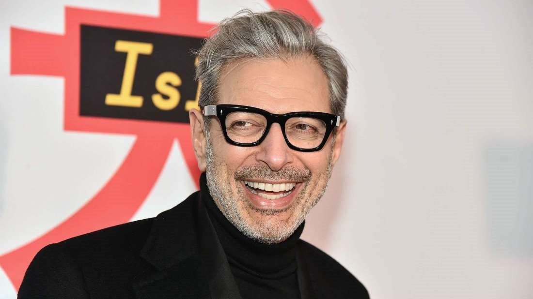 Mandy & Akmal - There's a charity store in the UK with several photos of Jeff Goldblum | Mandy went to RAW Challenge yesterday | Can you top 7712 unread emails?