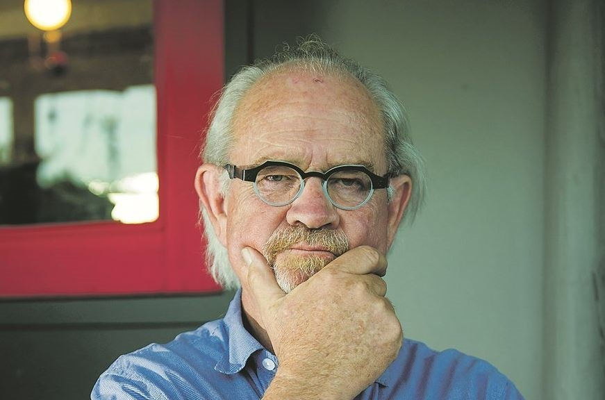 Max du Preez opens up about money (and losing everything on Vrye Weekblad)