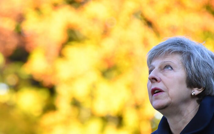UK politics descends into chaos as Tories trigger no confidence vote against May
