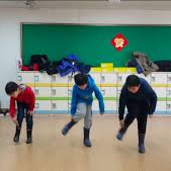 What's gone viral - SA teacher shows students in Korea how to gumboot dance