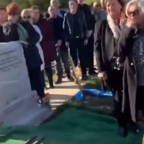 What's Viral - Irishman has last laugh at his own funeral