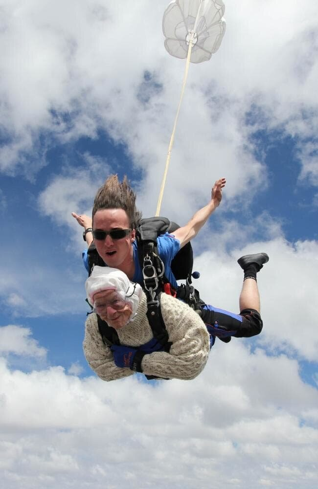What'sViral - Grandmother 102 becomes world's oldest skydiver
