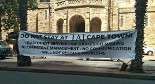What's Viral - An angry guest hung a huge banner outside a Cape Town hotel