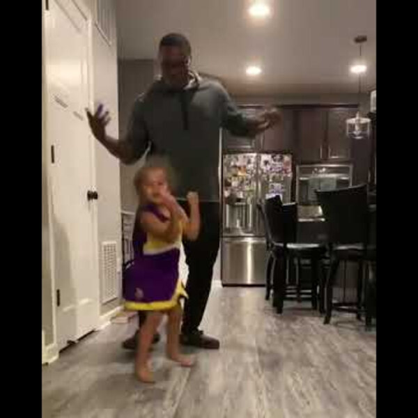 What's Viral - Father and daughter dance-off changes when she starts twerking