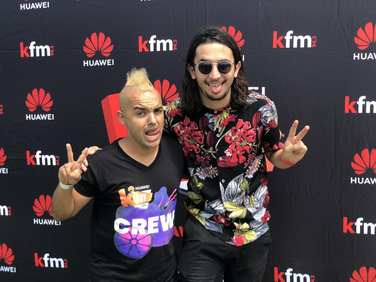 The Kiffness intro their track on the #CokeTop40CT straight after Huawei KDay performance