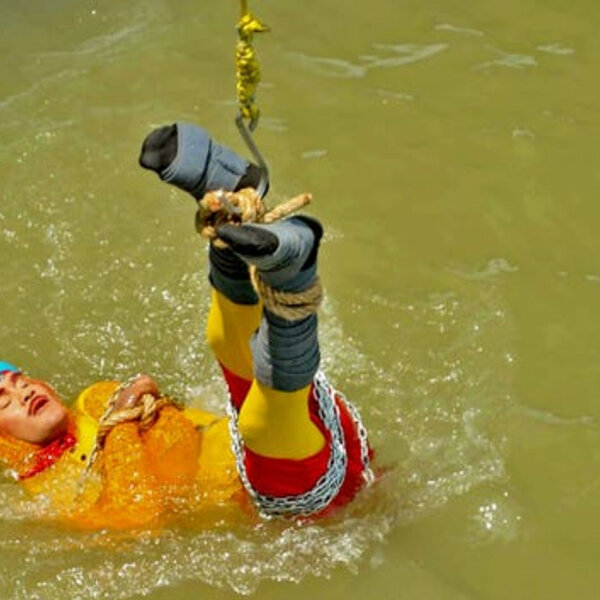 Barbs Wire - Indian Houdini drowns after 'magic' act goes wrong