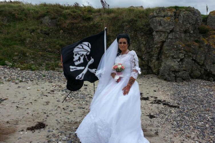 What'sViral - We arrr getting divorced Irish woman who married' the ghost