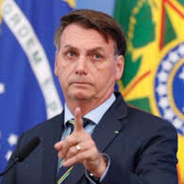 Bolsonaro não passa de uma sardinha tentando engolir a baleia