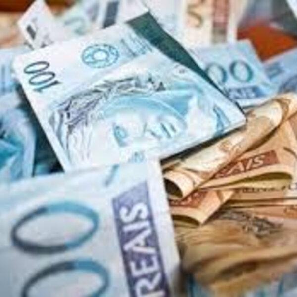 Imprimir dinheiro é um truque de ilusionismo: o mágico corta a moça ao meio e ela...morre...pra surpresa de ninguém!
