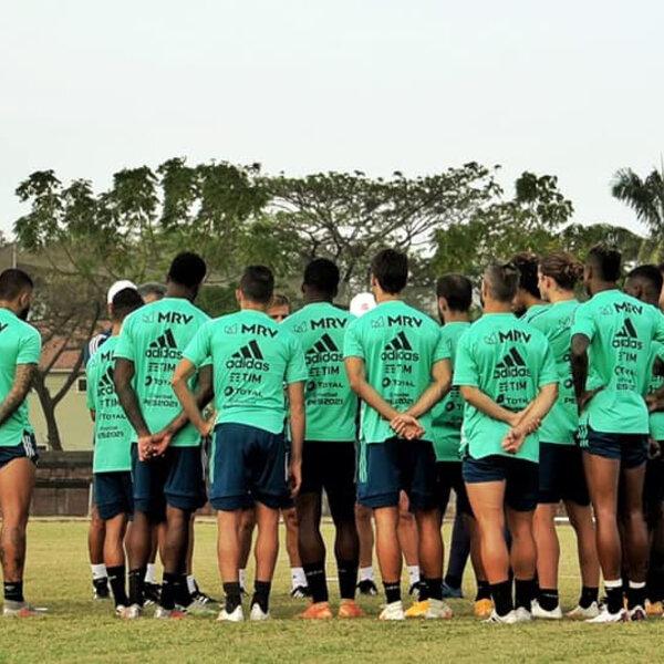 Seis jogadores do Flamengo testaram positivo para Covid, em meio a uma competição sul-americana. Agora ressurge a discussão sobre a volta do futebol durante a pandemia