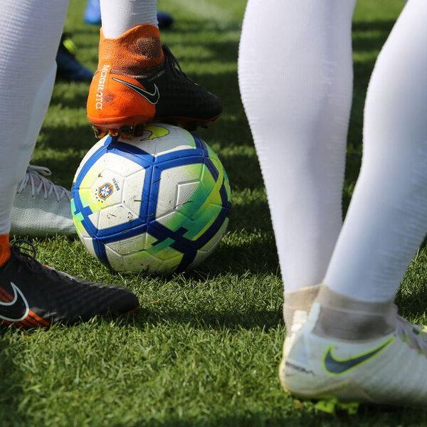 Planejar, pensar e contratar: A dificuldade dos clubes brasileiros