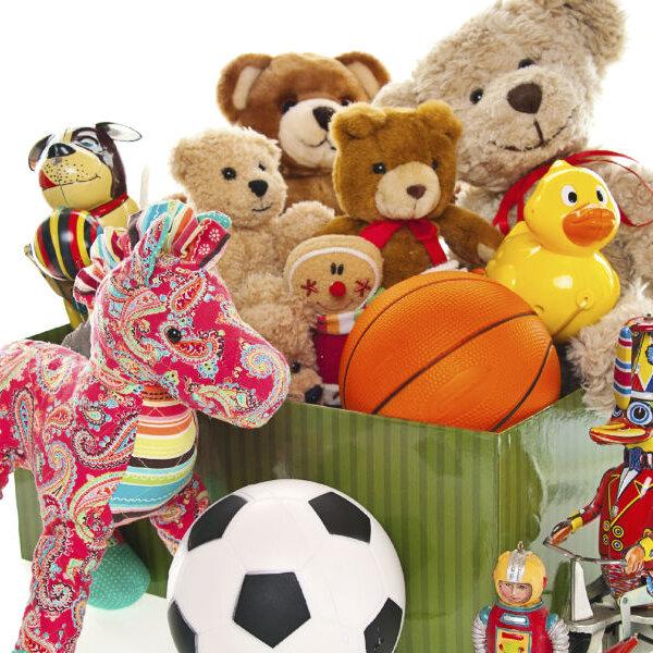 Que tal doar os brinquedos antigos?