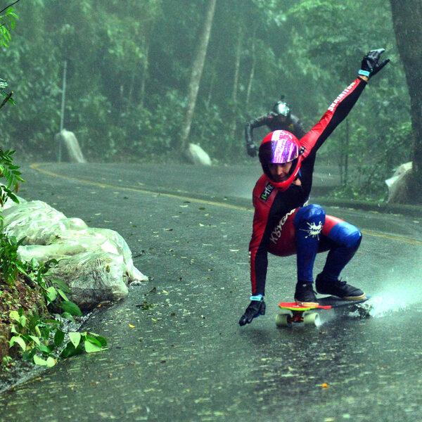 Skate com chuva? Só no Downhill