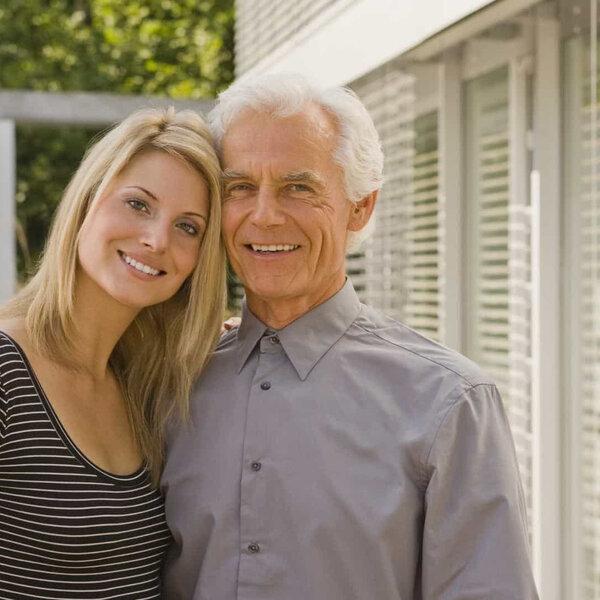 Relação entre homem mais novo e mulher mais velha
