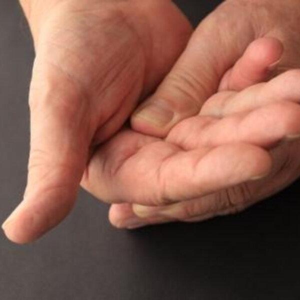 Queimação na ponta dos dedos