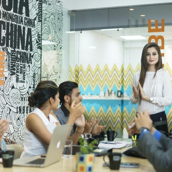 Quer trocar ideias e se aprofundar no mundo dos negócios?