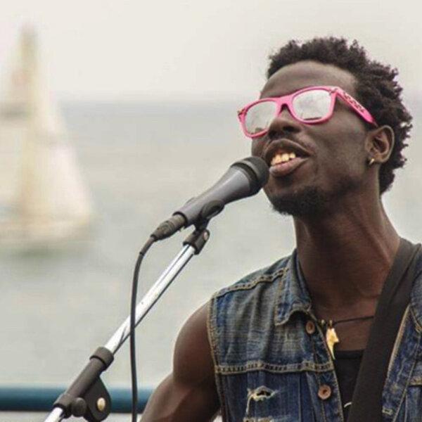 A incrível jornada de Eric Burton, do Black Pumas: em dois anos, foi de cantor de rua a indicado ao Grammy