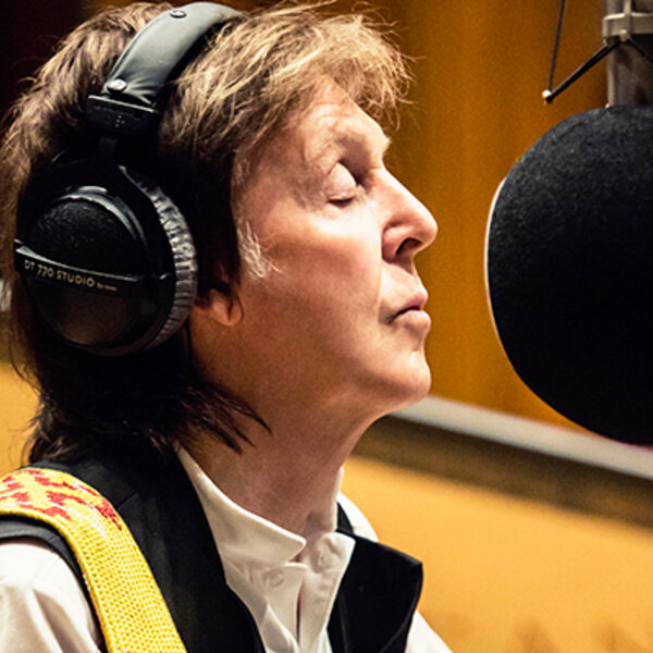 Paul McCartney, aos 77 anos, segue movido por bilho nos olhos e competitividade: