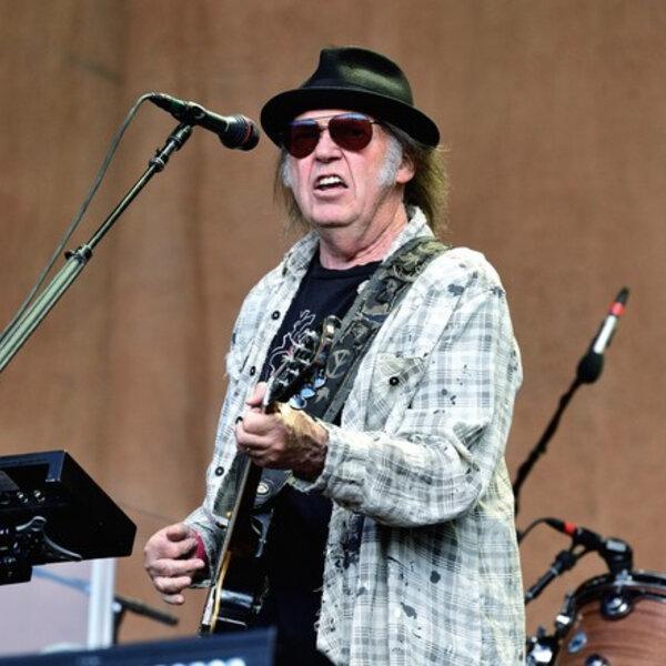 Neil Young abre mão de 'milhões' ao recusar turnê de 'Harvest':