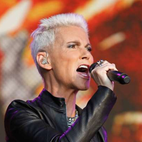 Marie Fredriksson, vocalista do Roxette, morre aos 61 anos.