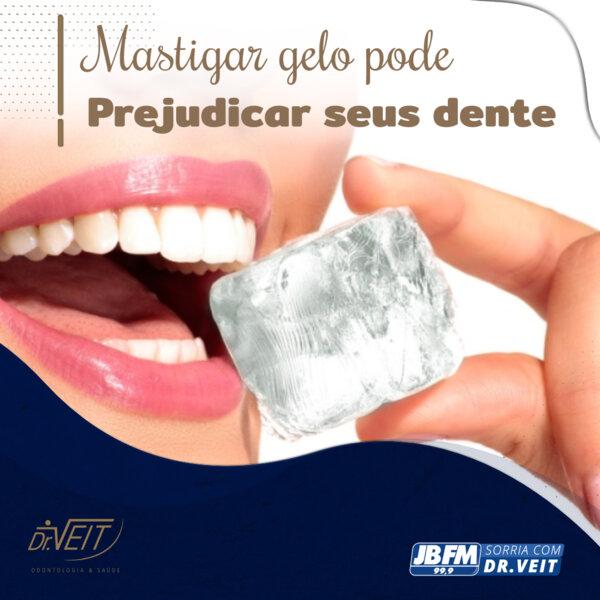 Mastigar gelo pode prejudicar seus dentes?