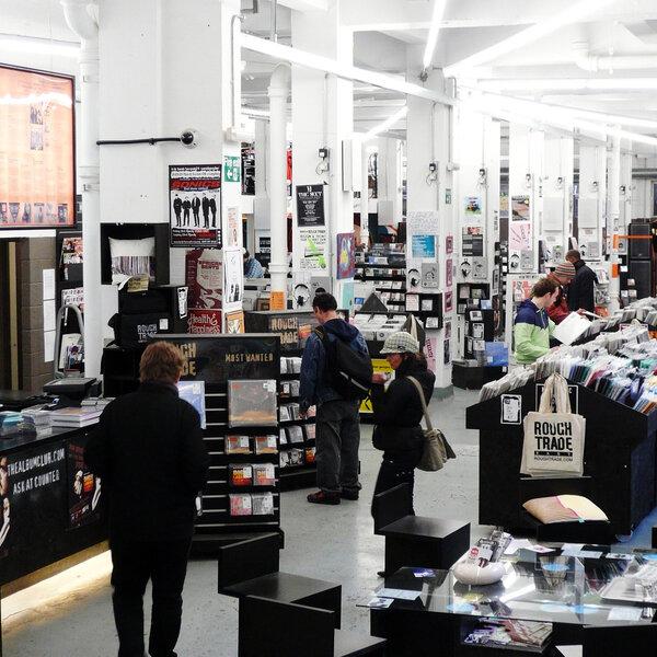 Reino Unido anuncia flexibilização de lockdown; Roungh Trade reabre