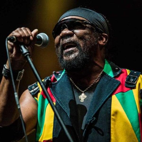 Morre Frederick 'Toots' Hibbert, pioneiro do reggae, aos 77 anos