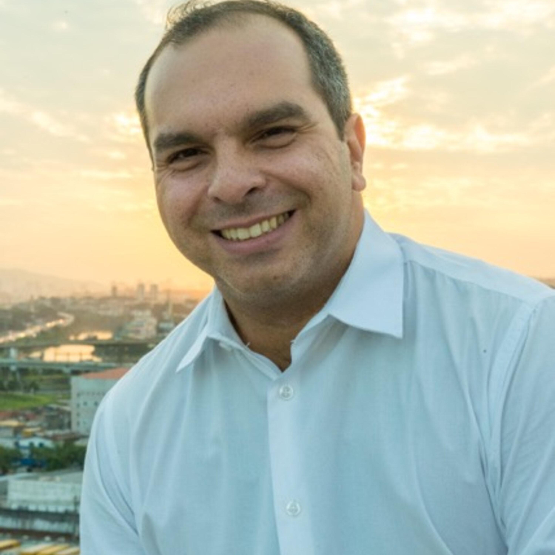 Márcia Peltier Conversa com o consultor de carreiras e mercado e escritor Alberto Roitman